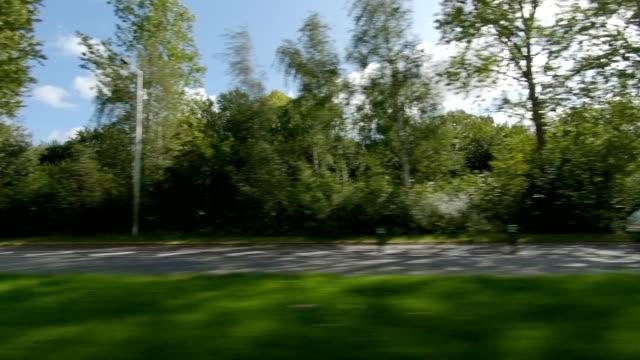 vidéos et rushes de plaque de conduite de conduite de la série synchronisée de la série de l'affiche de gauche de la série de hârsholm danemark iii - part of a series