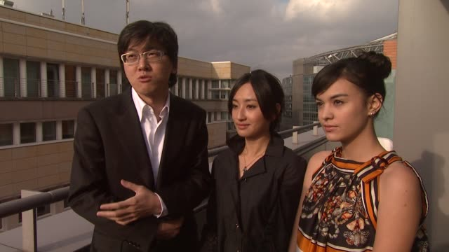 hsiaotse cheng on how the film is about repression and regret and is specific to taiwan at the 59th berlin film festival miao miao interviews at... - bedauern stock-videos und b-roll-filmmaterial