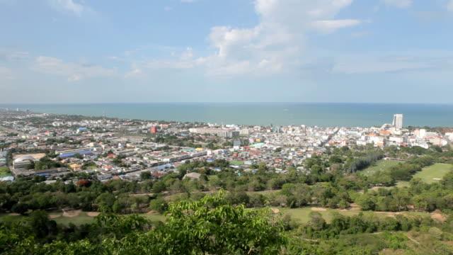 vídeos de stock, filmes e b-roll de hua hin, tailândia, vista da cidade do topo. - ângulo agudo