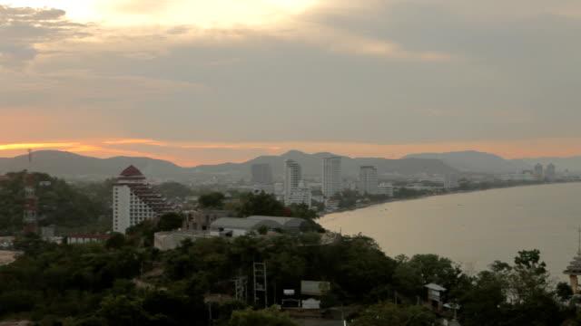 vídeos de stock, filmes e b-roll de cidade de hua hin, tailândia, vista do topo - ângulo agudo