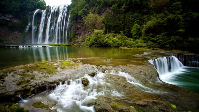 huangguoshuwaterfall, guizhou, cina - area selvatica video stock e b–roll