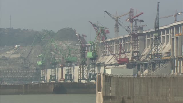 three gorges dam china hubei province ext general views three gorges dam spanning the yangtze river cranes along side of dam where construction work... - construction material stock videos & royalty-free footage