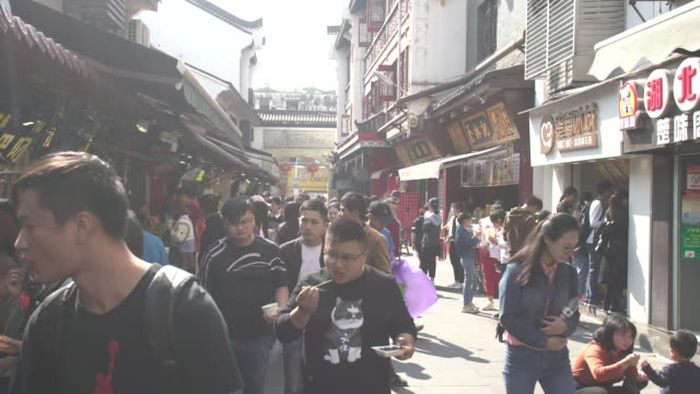 hubu lane in wuhan city - wuhan stock-videos und b-roll-filmmaterial