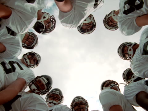 huddle, pov - アメリカンフットボール点の映像素材/bロール