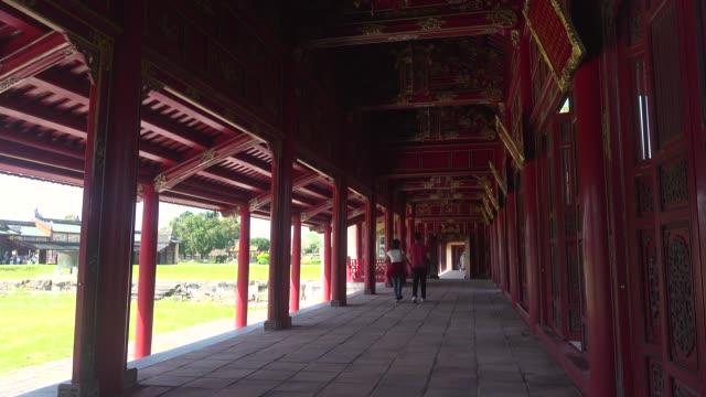 vidéos et rushes de hue imperial city citadel red wooden corridor with columns. hoàng thành - lieu de culte