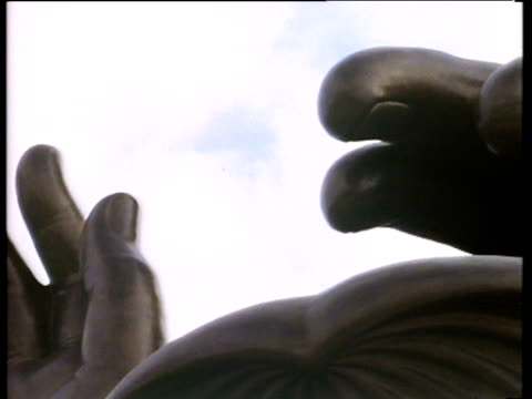 huge bronze buddha statue with outstretched arms and large face of lin po monastery - anno 1987 video stock e b–roll