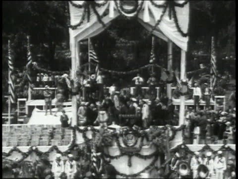 Huge crowd cheering as parade enters park and Lindbergh takes stage to accept the Flying Cross award from the president / New York New York United...