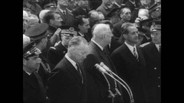 huge crowd gathered around french president charles de gaulle as he prepares to launch the country's first nuclear submarine in cherbourg normandy /... - stapellauf stock-videos und b-roll-filmmaterial