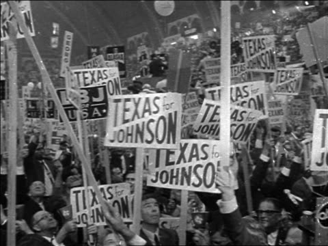 vídeos de stock e filmes b-roll de huge crowd holding signs supporting lyndon johnson at democratic national convention - 1964
