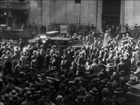 vídeos de stock, filmes e b-roll de b/w 1929 huge crowd on wall street after stock market crash / newsreel - 1920 1929