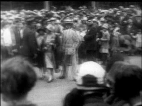 pan huge crowd outside campbell's funeral home to see body of rudolph valentino / newsreel - 1926 stock videos & royalty-free footage