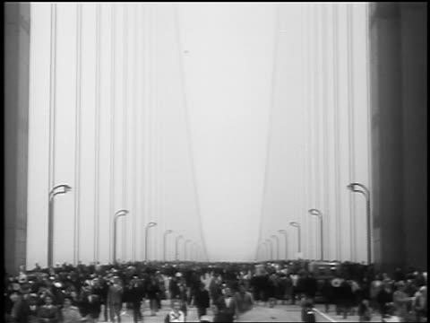 vidéos et rushes de huge crowd walking on golden gate bridge at opening / san francisco / newsreel - golden gate bridge