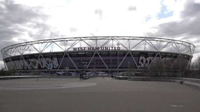 "a huge electronic billboard at the west ham united stadium says ""thank you nhs heroes"" and warns the public to respect social distancing advice and... - thank you englischer satz stock-videos und b-roll-filmmaterial"