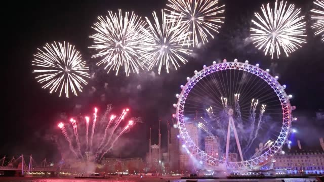 a huge fireworks display in the centre of london the largest in the uk kicks off 2018 with a bang - 2018 stock videos & royalty-free footage