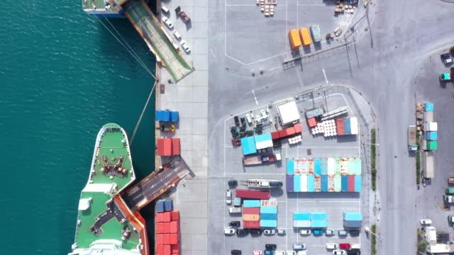 巨大な工業港と商業ドック - 経済点の映像素材/bロール