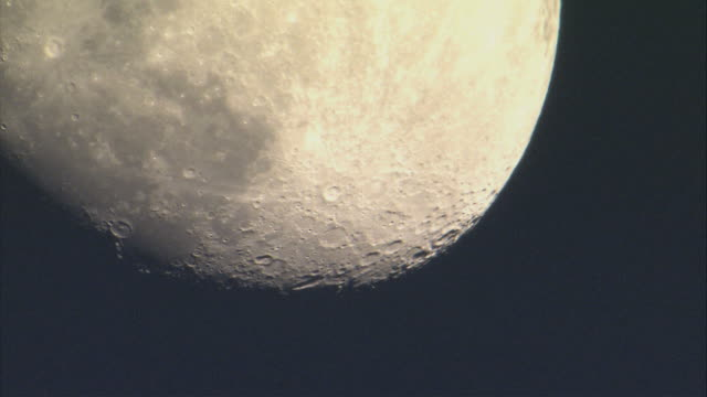cu td huge moon filling visible / united kingdom - 隕石孔点の映像素材/bロール