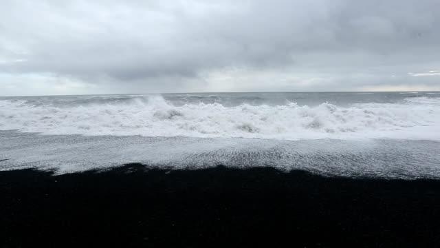 hd: huge wave at black beach vik iceland - dyrholaey stock videos & royalty-free footage