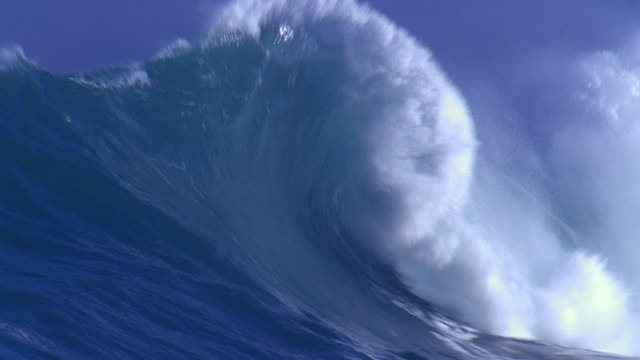 stockvideo's en b-roll-footage met huge wave - golfpatroon