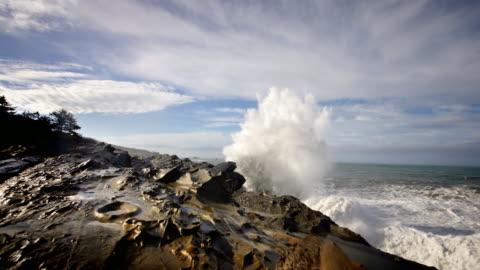 huge waves pounding seashore, pacific ocean, oregon - coastal feature stock videos & royalty-free footage