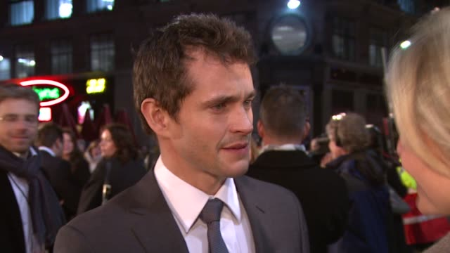 hugh dancy at the confessions of a shopaholic uk premiere at london . - shopaholic stock-videos und b-roll-filmmaterial