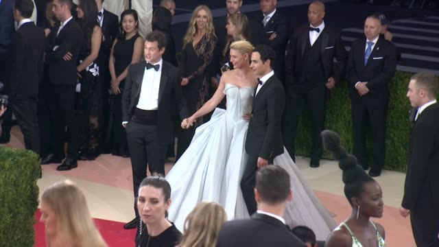 stockvideo's en b-roll-footage met hugh dancy claire danes and zac posen at manus x machina fashion in an age of technology costume institute benefit gala arrivals at metropolitan... - 2016