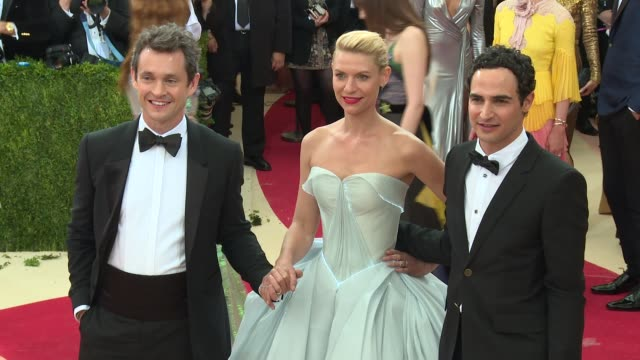 hugh dancy claire danes zac posen at manus x machina fashion in an age of technology costume institute benefit gala arrivals at metropolitan museum... - manus x machina: fashion in an age of technology stock videos and b-roll footage