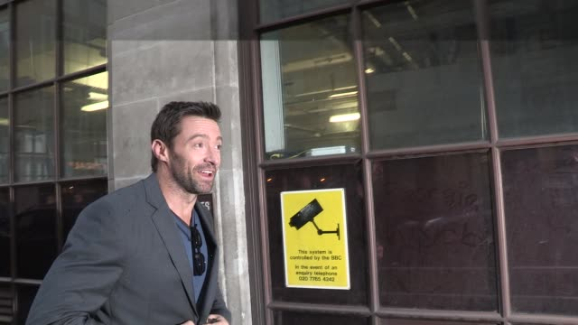 vídeos de stock e filmes b-roll de hugh jackman at celebrity video sightings at bbc radio on december 07 2012 in london england - aparelhagem de áudio