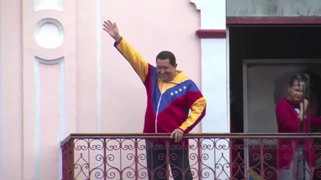 vídeos de stock, filmes e b-roll de hugo chavez comenzara en los 'proximos dias' su tratamiento de radioterapia caracas venezuela - radioterapia