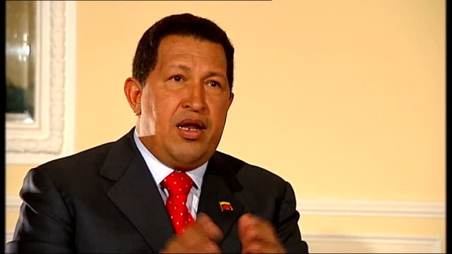 hugo chavez interview sot on media freedom in venezuela / with new constitution there is media freedom before it was ruled by an elite who used it to... - ウゴ・チャベス点の映像素材/bロール