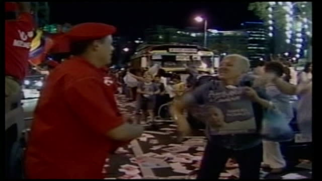 hugo chavez set to win third term in power venezuela caracas chavez supporters with a huge inflatable icon of chavez ambushing a late night... - ウゴ・チャベス点の映像素材/bロール