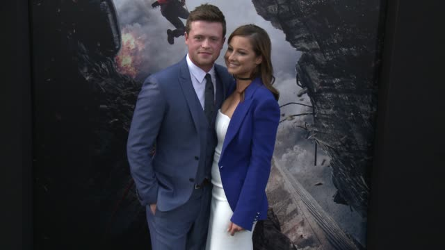 stockvideo's en b-roll-footage met hugo johnstoneburt at the san andreas los angeles world premiere at tcl chinese theatre on may 26 2015 in hollywood california - mann theaters