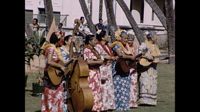 1960 hula dancers performing for tourists -  home movie - 1960 stock-videos und b-roll-filmmaterial