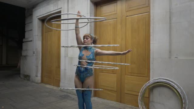 hula hooping at night. - gymnastikanzug stock-videos und b-roll-filmmaterial