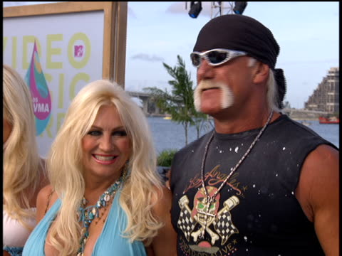 hulk and brooke hogan arrive to the 2005 mtv video music awards preshow no audio - 2005 stock videos & royalty-free footage