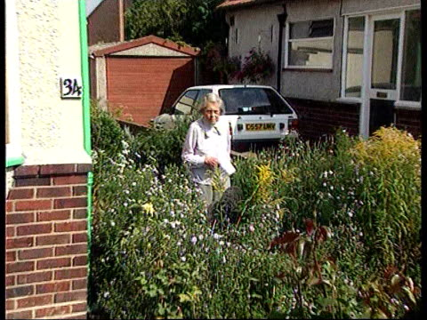 hull academic unmasked as east german agent; lib kent: bexleyheath: ext 87 year old melita norwood along garden path holding statement to press - melita norwood stock-videos und b-roll-filmmaterial