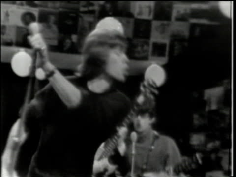 stockvideo's en b-roll-footage met hullabaloo show 27 / live vocal sync music / soundtrack degradation is original to the master - 1965