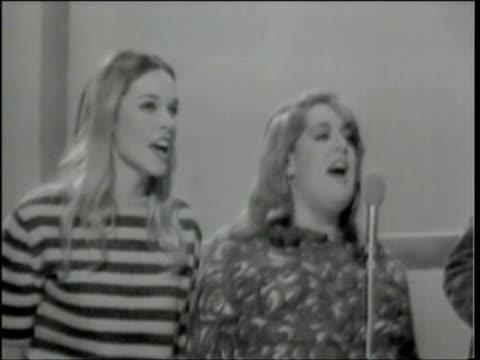 vídeos y material grabado en eventos de stock de hullabaloo show 44 / sync vocals & music - programa de televisión