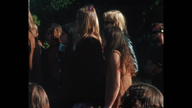 vidéos et rushes de human bein summer solstice hippies and rock and roll in golden gate park - 1967