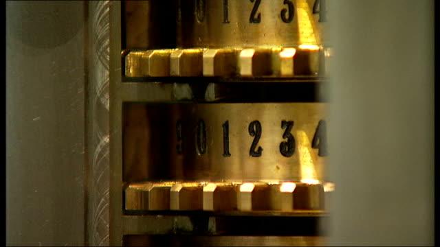 vídeos y material grabado en eventos de stock de human calculator breaks new maths record; england: london: the science museum: int sequence alexis lemaire using computer to generate a 200 digit... - calculadora