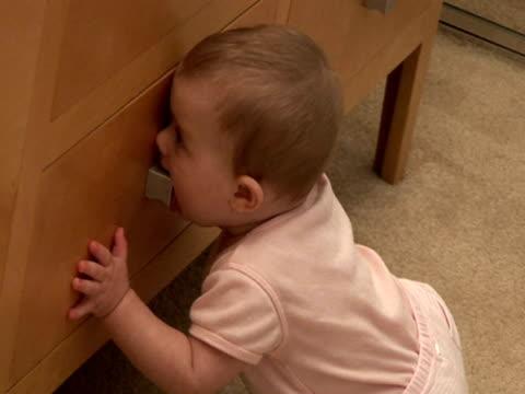 vídeos de stock, filmes e b-roll de (hd1080i) desenvolvimento humano: dentição - só bebês meninos