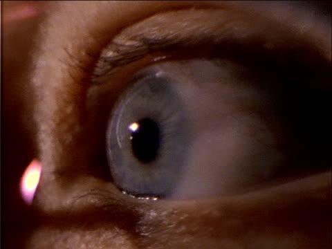 a human eye is open wide and the pupil dilates. - アヤメ属点の映像素材/bロール