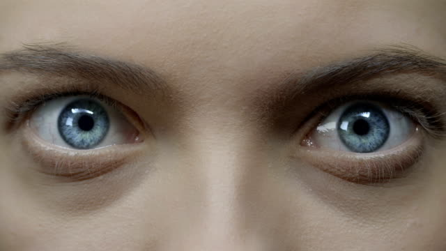 vídeos de stock, filmes e b-roll de olho humano - abrindo