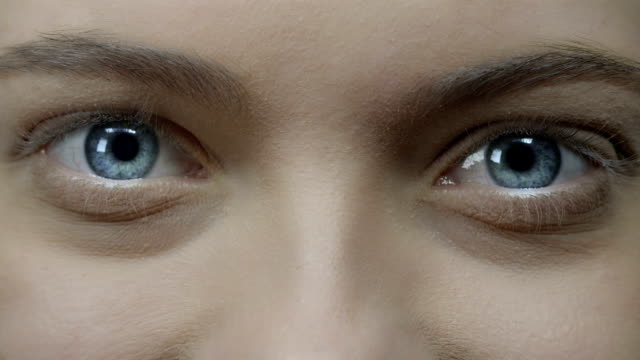 vídeos de stock, filmes e b-roll de olho humano - descoberta