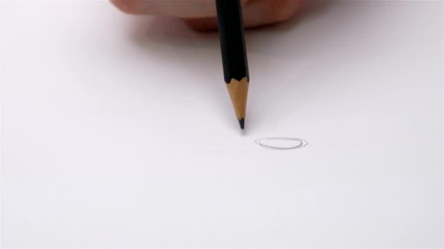 menschliche hand zeichnung holz bleistift schreibt auf papier geschossen - bleistift stock-videos und b-roll-filmmaterial