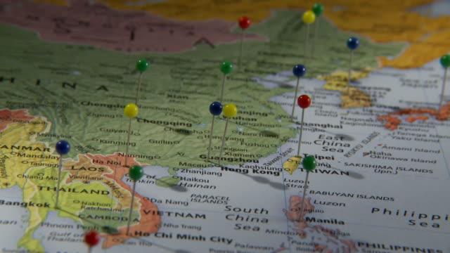 cu human hand placing push pin on china in world map / atlanta, georgia, usa - 画鋲点の映像素材/bロール