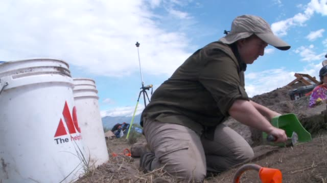 vídeos de stock e filmes b-roll de kstu human remains and countless ancient artifacts are just some of the items archaeologists and students from byu and uvu have uncovered at an... - provo