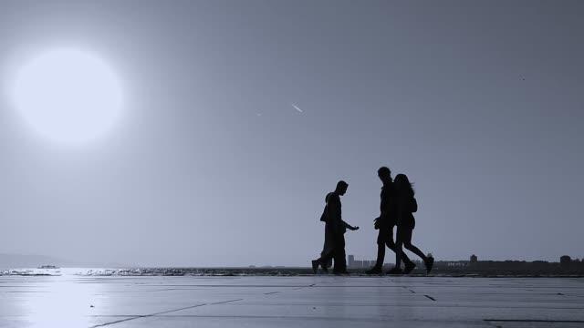 人間のシルエット - 歩道点の映像素材/bロール