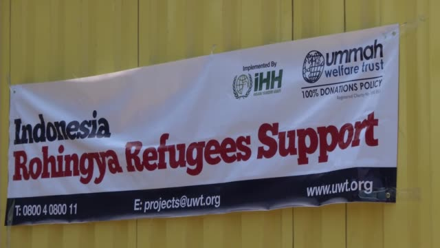 Humanitarian Relief Foundation deliver humanitarian aid to Rohingya migrants in Aceh province of Indonesia on May 27 2015 Indonesia has begun search...