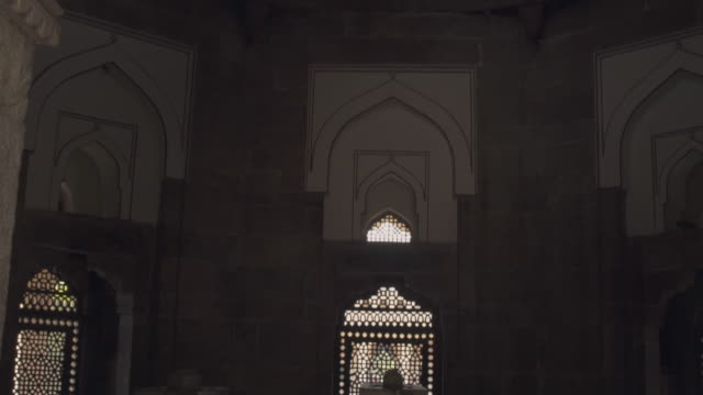 w/s steadycam in humayun tomb - architecture stock videos & royalty-free footage
