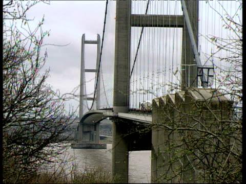 humber bridge busy with traffic municipal buildings and shipyard kingston upon hull - 船体点の映像素材/bロール
